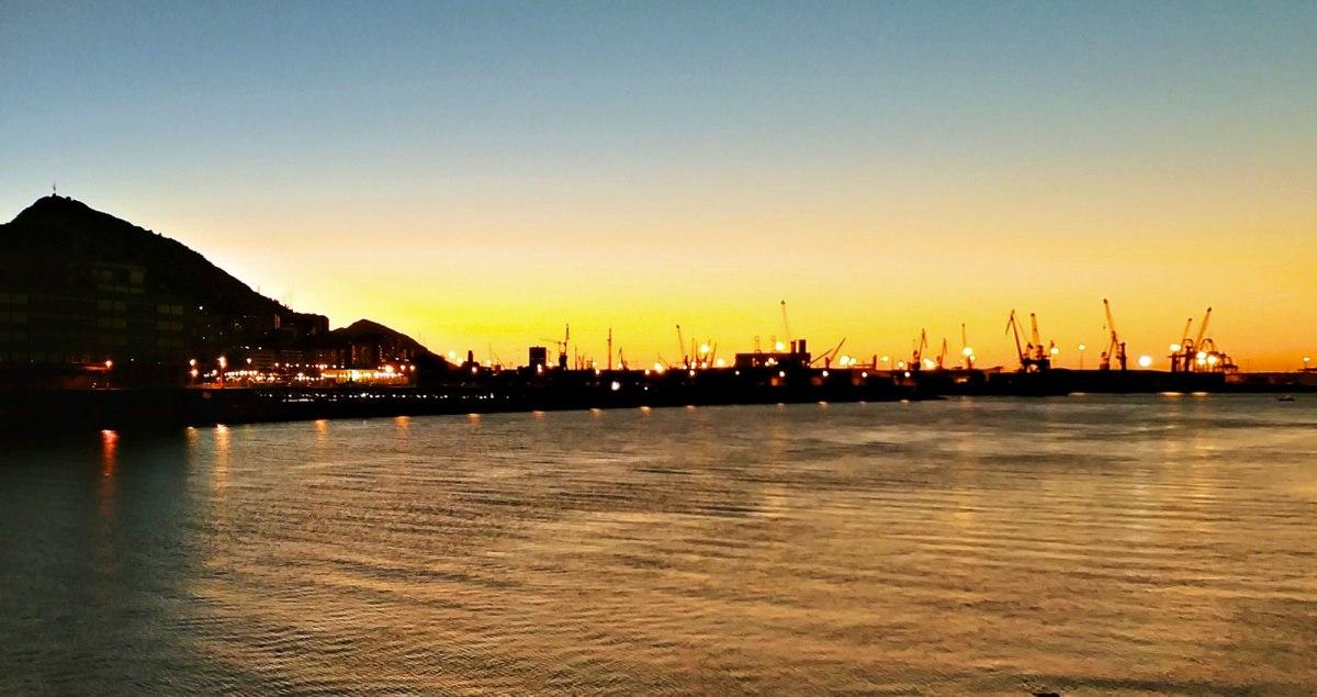 Puerto de Bilbao: las armas embarcan; los migrantes, no